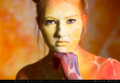 Tascha-van-Ginger-performing-for-a-bodypainting-project.-Bodypainting-Martin-Welzel.-Topic-Afrika-Giraffe